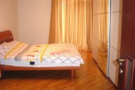Kiev, Kreschatik 13,  3 Room Apartment